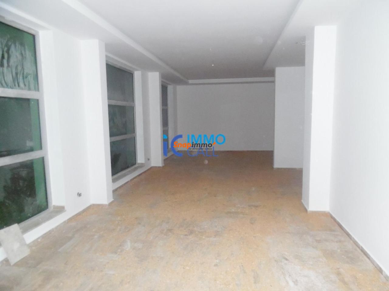 Magasin de 128 m² en location à Hay raid - 1/4