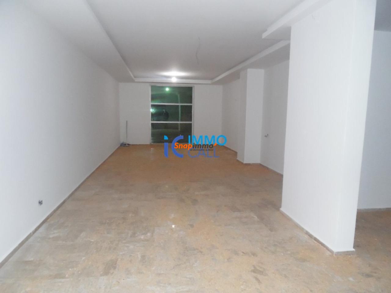 Magasin de 128 m² en location à Hay raid - 3/4
