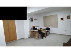 Bureau bien équipé - Image 4/6